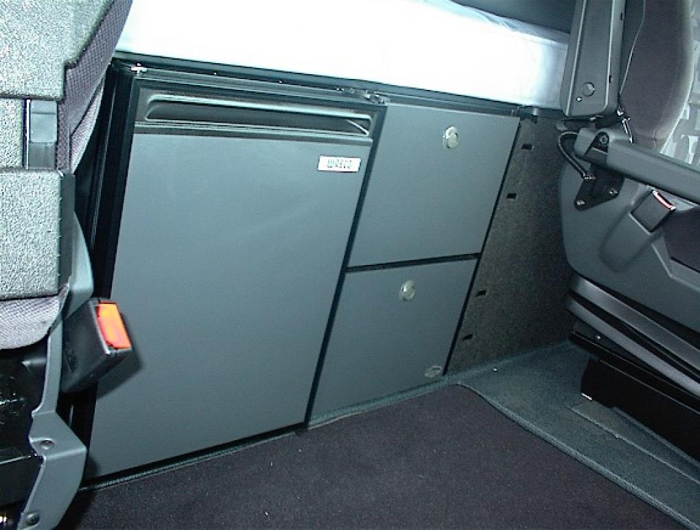 actros mp 3 mega space k hlschrankeinheit. Black Bedroom Furniture Sets. Home Design Ideas