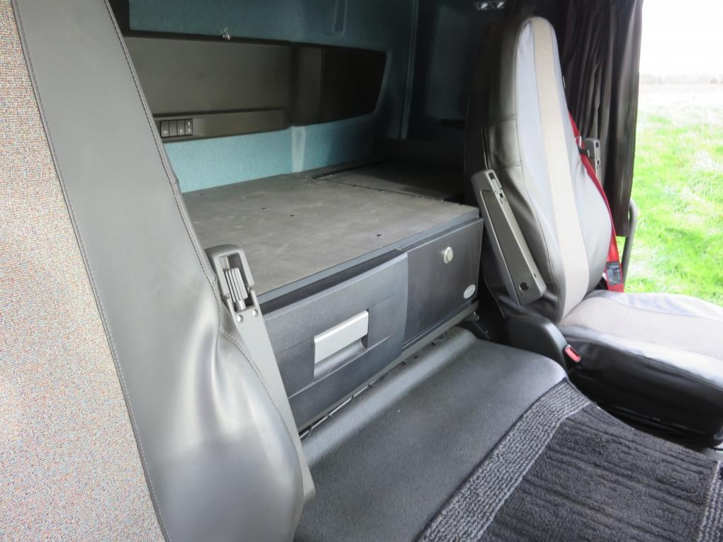 Kühlschrank Ins Auto Einbauen : Actros mp kühlschrank kühl box v für einbau schublade unter