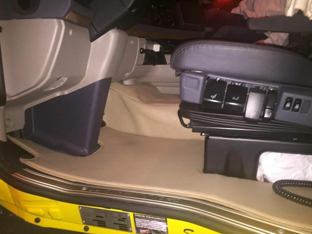 Enginetunnel Covers And Floor Mats In Smooth Leather Look