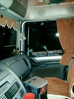 https://www.benscabinemeubels.nl/en/images/uploads/truck-interior/daf-106-gordijnen-stoelhoes-en-voorruitdeco-bruin-grevels-23-mm.jpg